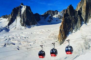 FRA8743 Europe, France, Haute Savoie, Rhone Alps, Chamonix, Hellbroner cable car at Aiguille du Midi