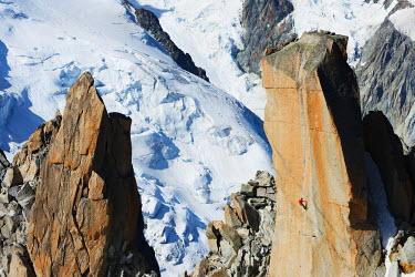 FRA8746 Europe, France, Haute Savoie, Rhone Alps, Chamonix, Aiguille du Midi, rock climbing on Cosmique Arete