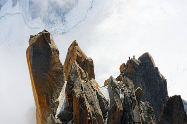 FRA8749 Europe, France, Haute Savoie, Rhone Alps, Chamonix, Aiguille du Midi, rock climbing on Cosmique Arete