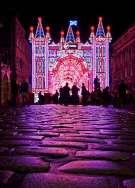 SCO33734AW UK, Scotland, Lothian, Edinburgh, The Royal Mile, Virgin money Street of Light.
