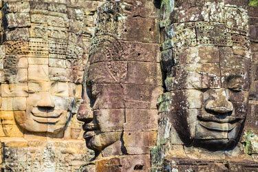 CMB1511AWRF Carved stone faces at Prasat Bayon temple ruins, Angkor Thom, UNESCO World Heritage Site, Siem Reap Province, Cambodia
