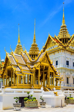 THA1113AW Phra Thinang Aphorn Phimok Prasat pavilion in front of Phra Thinang Chakri Maha Prasat throne hall, Grand Palace complex, Bangkok, Thailand