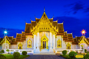 THA1117AW The Marble Temple (Wat Benchamabophit Dusitvanaram) at night, Bangkok, Thailand