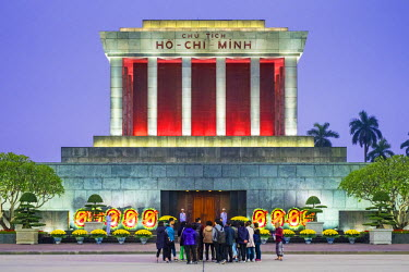 VIT1066AW Crowd of tourists in front of Ho Chi Minh Mausoleum on Ba Dinh Square at night, Hanoi, Vietnam