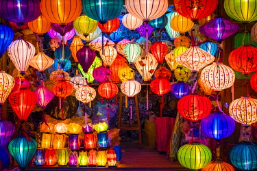 VIT1117AW Hand-made silk lanterns for sale on the street in Hoi An, Quang Nam Province, Vietnam