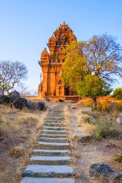 VIT1146AW Po Klong Garai temple, 13th century Cham towers, Phan Rang-Thap Cham, Ninh Thuan Province, Vietnam