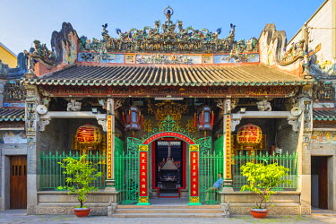 VIT1170AW Thien Hau Temple (Chua Ba Thien Hau) exterior, Cho Lon district, Ho Chi Minh City (Saigon), Vietnam