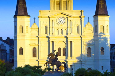 US37182 Louisiana, New Orleans, French Quarter, Jackson Square, Saint Louis Cathedral, Andrew Jackson Statue