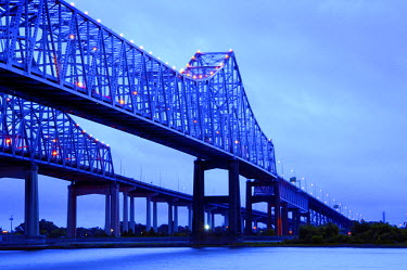 US37201 Louisiana, New Orleans, Crescent City Connection Bridges, Twin Cantilever Bridges, Mississippi River
