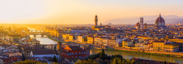ITA5231AW Florence, Tuscany, Italy. Sunset view over the Arno river, Ponte Vecchio, the Duomo cathedral and Palazzo Vecchio.