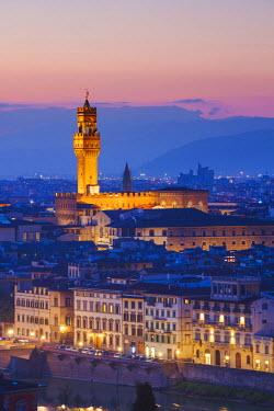 ITA5304AWRF Florence, Tuscany, Italy. Palazzo Vecchio (Palazzo dela Signoria) at dusk.