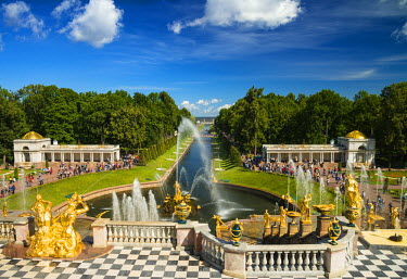 RUS1920AW The Grand Cascade of the Peterhof Palace, Petergof, Saint Petersburg, Russia