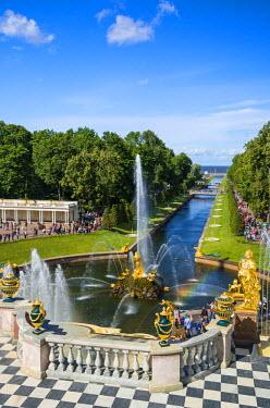 RUS1925AW The Grand Cascade of the Peterhof Palace, Petergof, Saint Petersburg, Russia