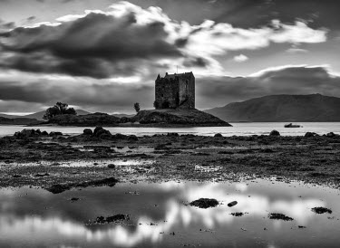 SCO33798AW Castle Stalker on loch Laich, Argyll and Bute, Scotland