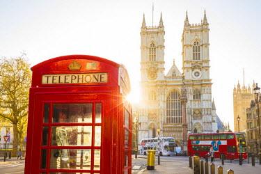 UK10987 Red telephone box & Westminster Abbey, London, England, UK