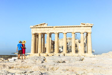 GRE1149AW Couple  looking at the famous Parthenon temple on the Acropolis, Athens, Greece (MR)