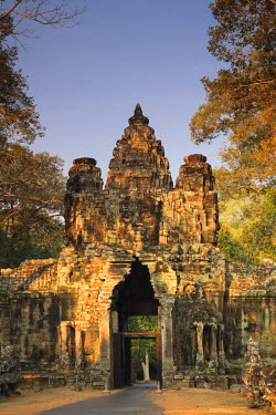 CM032RF Cambodia, Temples of Angkor (UNESCO site), Angkor Thom Victory Gate