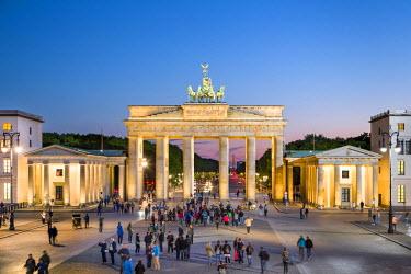 GER8974AW Brandenburg Gate, Pariser Platz, Berlin, Germany