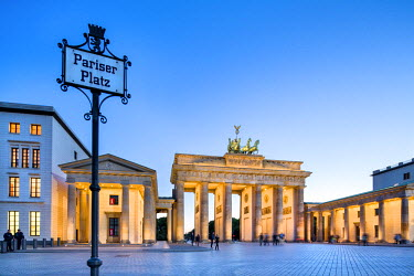 GER8979AW Brandenburg Gate, Pariser Platz, Berlin, Germany