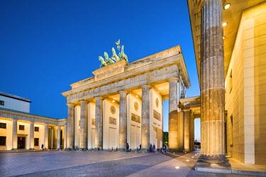 GER8980AW Brandenburg Gate, Pariser Platz, Berlin, Germany