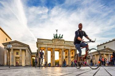 GER8989AW Brandenburg Gate, Pariser Platz, Berlin, Germany
