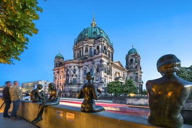 GER9005AW Statues in front of Berlin Dome and Spree River, Berlin, Germany