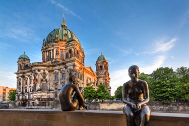 GER9007AW Statues in front of Berlin Dome and Spree River, Berlin, Germany