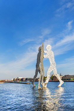 GER9193AW Molecule Man on River Spree, Berlin, Germany