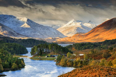 SCO33846AW Scotland, Highland, Glen Affric. Loch Affric and the mountains of Kintail viewed from Glen Affric.