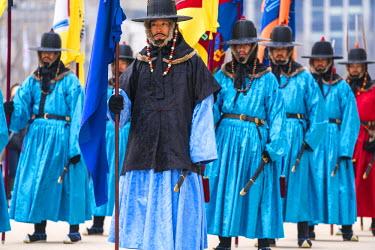 KR01275 Palace Guard at Gyeongbokgung Palace, Seoul, South, Korea