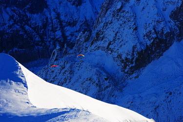 FRA9187 Europe, France, Haute Savoie, Rhone Alps, Chamonix, Paragliders on Vallee Blanche