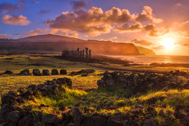 CHI9013AW South America, Chile, Easter Island, Isla de Pascua, Moai stone human figures at sunrise