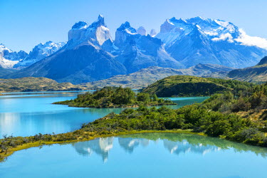 CHI9070AWRF South America, Patagonia, Chile, Region de Magallanes y de la Antartica, Torres del Paine, National Park, Lago Pehoe and Los Cuernos