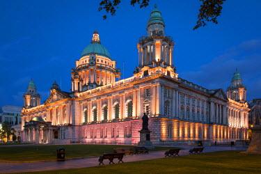 EU15BJN0153 Twilight over Belfast City Hall Building, Belfast, Northern Ireland, UK