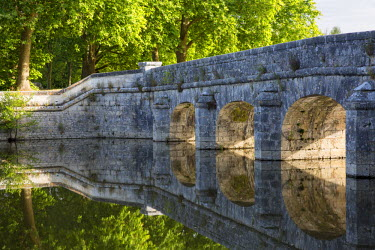 EU09BJN1823 Old stone bridge reflecting in River Cosson at Chateau Chambord, Loire Valley, France