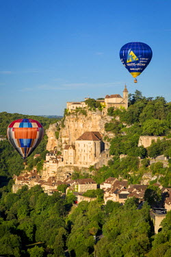 EU09BJN1873 Hot-air balloons over medieval town of Rocamadour, Lot Valley, Midi-Pyrenees, France