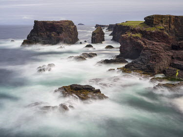 EU36MZW1292 Famous cliffs and sea stacks of Esha Ness, a major attraction on the Shetland Islands, Scotland, UK