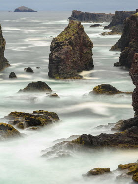 EU36MZW1294 Famous cliffs and sea stacks of Esha Ness, a major attraction on the Shetland Islands, Scotland, UK