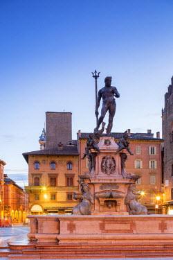 ITA5448AW Italy, Italia. Emilia-Romagna, Bologna district, Bologna. Piazza del Nettuno, Fontana del Nettuno.