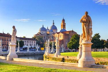 ITA5507AW Italy, Italia. Veneto. Padova district. Padua, Padova. Prato della Valle and Santa Giustina Basilica.