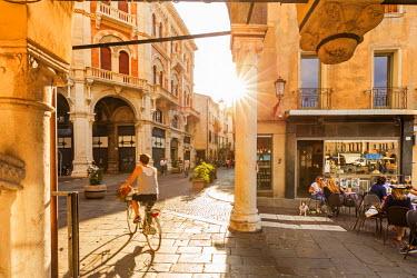 ITA5514AW Italy, Italia. Veneto. Padova district. Padua, Padova. Piazza della Frutta and Via Fiume.