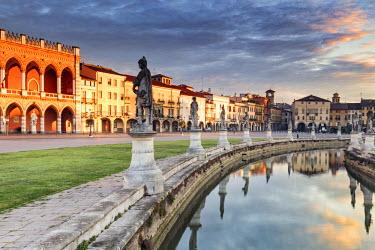 ITA5598AWRF Italy, Italia. Veneto. Padova district. Padua, Padova. Prato della Valle