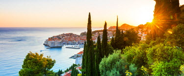 CRO1436AW Croatia, Dalmatia, Dubrovnik, Old town, view of the old town at sunset