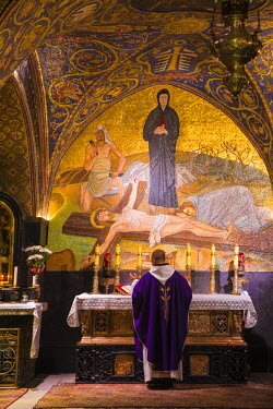 IS01815 Israel, Jerusalem, Church of the Holy Sepulchre, Calvary (or Golgotha), featuring a mosaic of Jesus - the place where Jesus was crucified - which is Station 11 on the Via Dolorosa