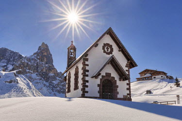 CLKMG21268 Europe, Italy, Trentino, Rolle pass. The small alpine church in a winter view. In the background the Cimone (Cimon della Pala) in the Pale di San Martino, Pala group, Dolomites