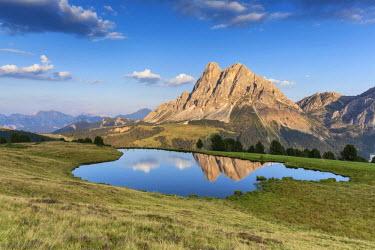 CLKMG28825 Europe, Italy, South Tyrol, Bolzano. Enrosadira on the Sass de Putia (Peitlerkofel) from the Wackerer lake, Dolomites