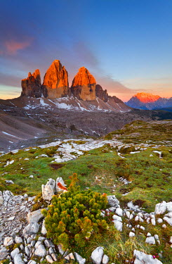 CLKMR214 Three peaks of Lavaredo, Dolomites, Italy. The early morning colors the three peaks, in summertime.