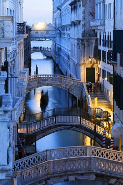 CLKNM43080 Venice, Veneto, Italy. Bridges over a canal with Bridge of Sights in the background.