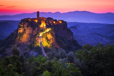 CLKSL29245 Civita di Bagnoregio, Viterbo, Lazio, Central Italy, Europe. Sunrise over Civita di Bagnoregio