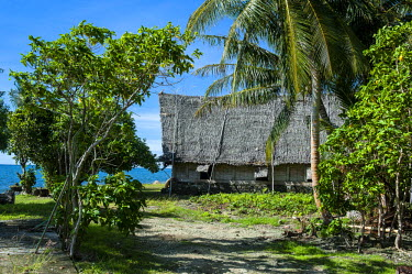 OC18MRU0155 Traditional thatched roof hut, Island of Yap, Micronesia